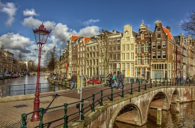 Flights to Amsterdam return